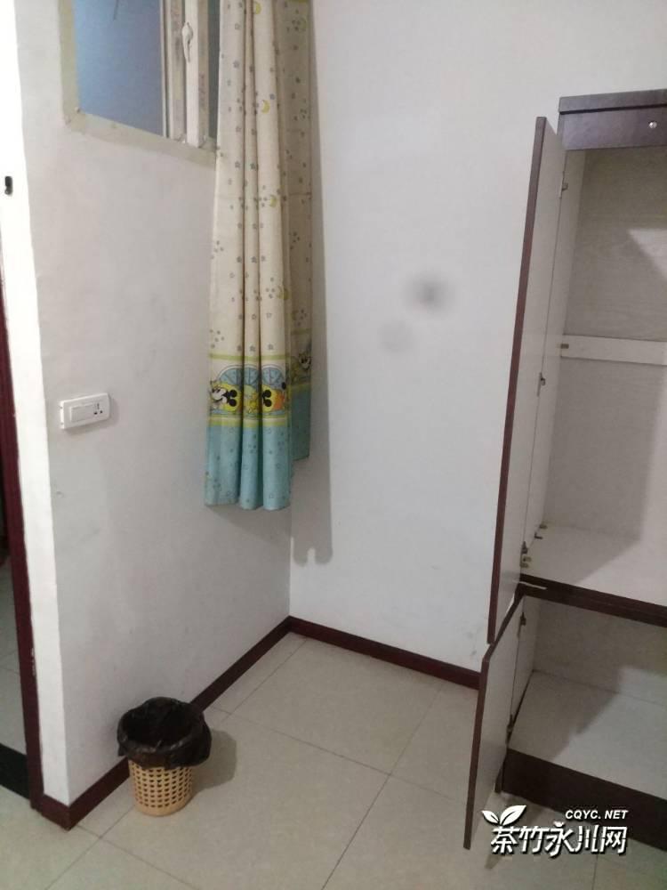 渝西广场福林小区300元/月单间,押一付一,房间有空调电视衣柜床头柜