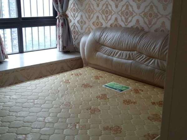 高档小区,三室低价出租1200元!家具电器齐!