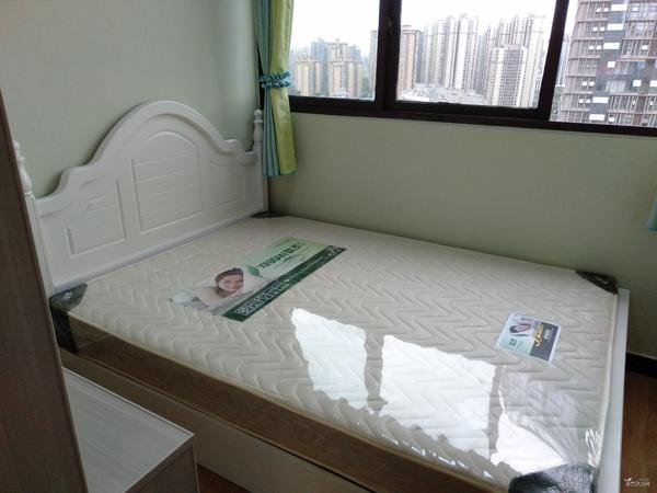 看兴龙湖全景观景房,协信豪装两室两厅中间楼层,可以按揭,拎包入住