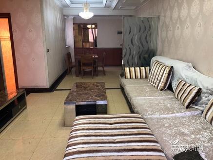 新区三转盘新人民医院标准三房精装家具家电齐全,饭厅大气,楼层好视野好