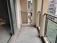 兴龙湖旁,金域蓝湾2期,电梯洋房,朝中庭,户型端正,采光好,出入方便。