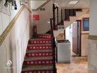 家庭宾馆出租,每个房间都有单独的卫生间